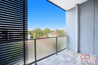 BRAND NEW, THIRD FLOOR APARTMENT IN DESIRABLE INNER-WEST LOCATION