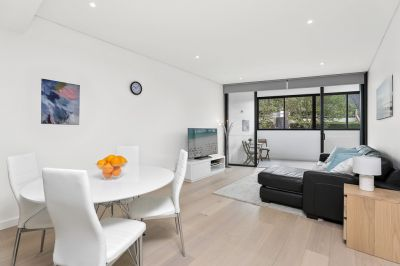 Cosmopolitan Apartment - Oversized 1 bedroom plus study.