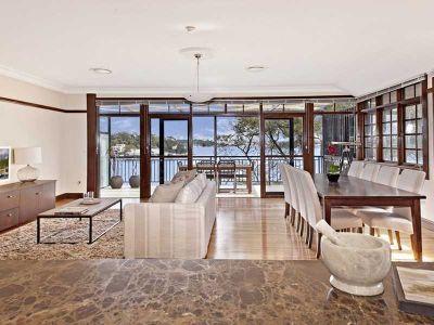 Waterfront luxury & Art Deco chic
