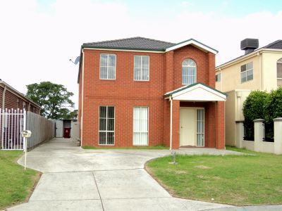 Family Home With Multiple Living Areas Walk to Springvale Train Station!