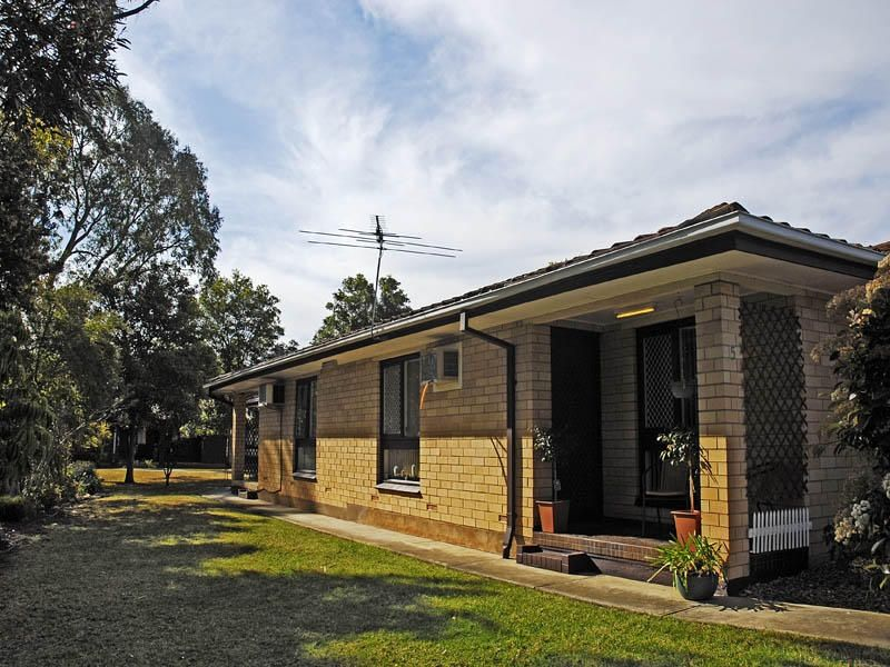 Appealing Unit in Superb Location Facing the Linear Park