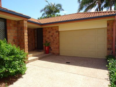 LOVELY 3 BEDROOM, 2 BATHROOM DUPLEX - CLOSE TO BROADWATER