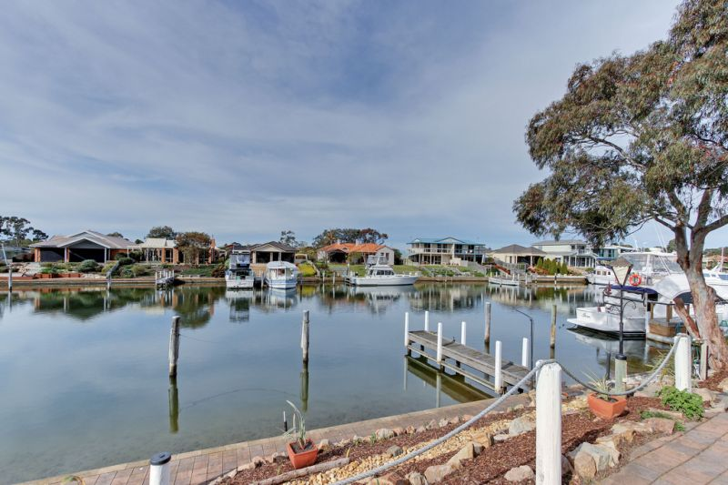A TREASURE TROVE OF POSSIBILITIES ON THE WATERFRONT - PRIVATE JETTY