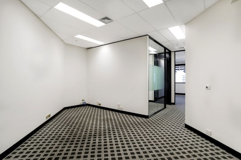 STUNNING, LIGHT FILLED WEST FACING OFFICE! CBD LOCATION!