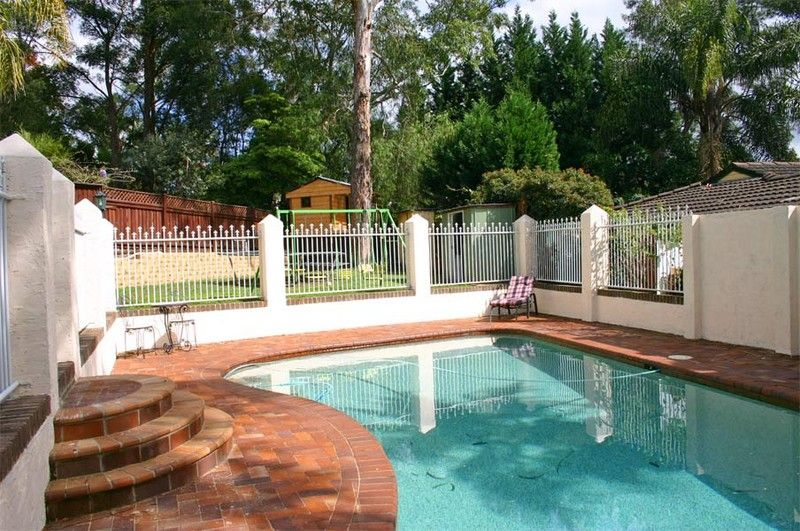 Very large spacious family home with delightful pool and cubbyhouse - fantastic home for children.