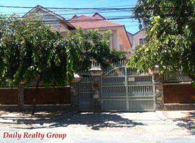 Boeung Kak 2, Phnom Penh | Villa for rent in Toul Kork Boeung Kak 2 img 0