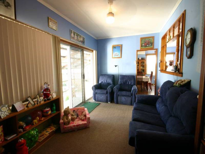 12 White Ave, Singleton