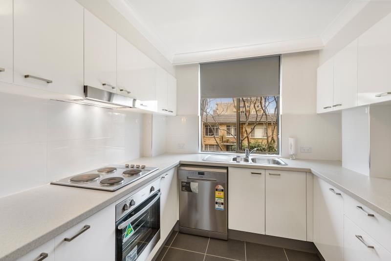 BRIGHT SPACIOUS MODERN TWO BEDROOM APARTMENT IN CONVENIENT LOCATION
