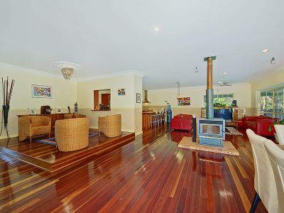 Private spacious Queenslander with character & charm