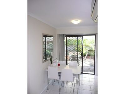 HOT HOT HOT !!! -Immaculate Elegant Duplex - Entertainers Delight - Labrador