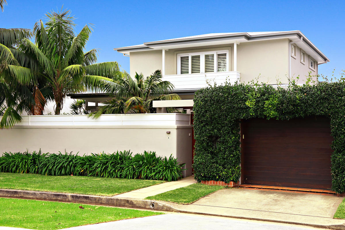 BEAUTIFUL FAMILY HOME IN COLLAROY BASIN