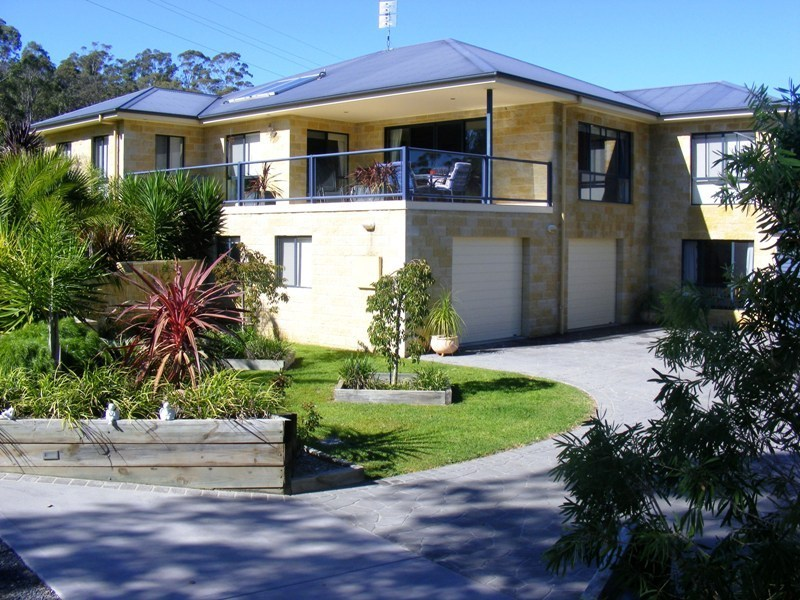 Executive Family Home In Walsh Close, Wolumla