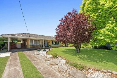 Beautifully maintained home on a quarter acre block