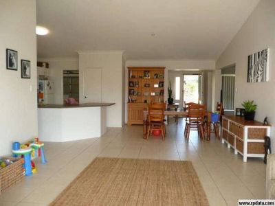 Large Home with Large Yard - Upper Coomera