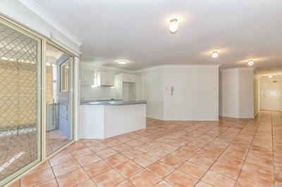 CONVENIENT LOCATION - CLOSE TO UQ !!!
