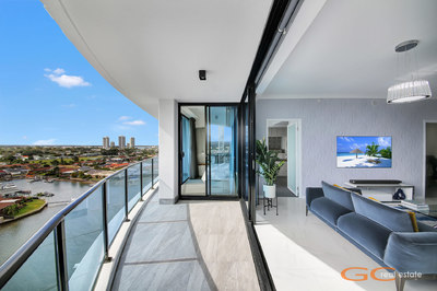 ULTRA MODERN 9TH FLOOR APARTMENT - NORTH FACING - WIDE OPEN VIEWS