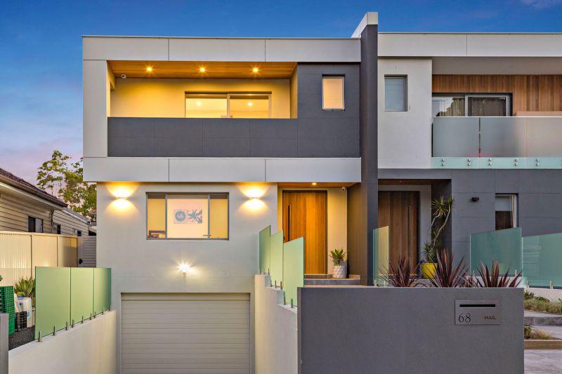 Destined to Impress! Tri-level Brick Duplex.