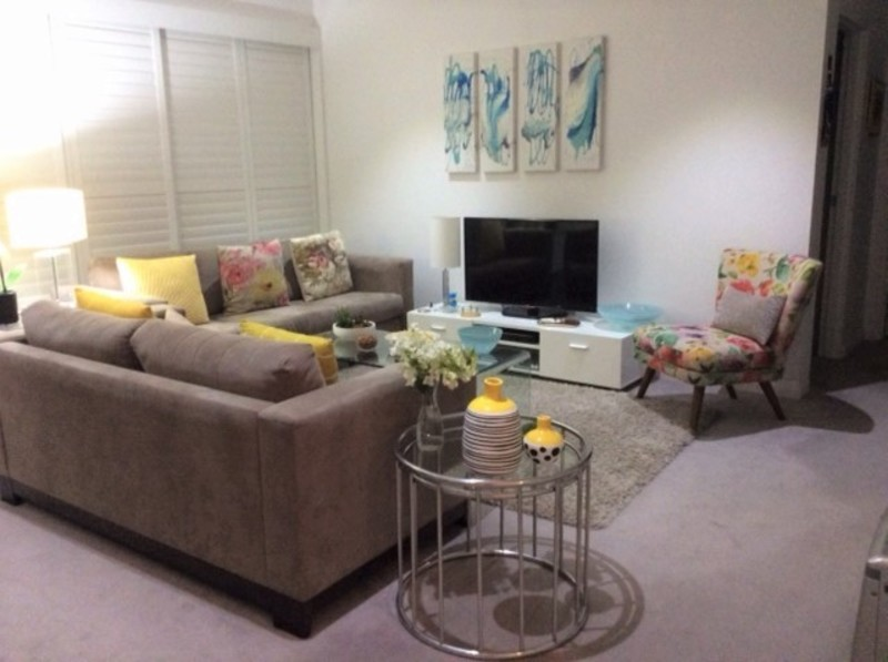 FULLY FURNISHED GARDEN APARTMENT - NO STAIRS