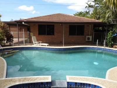 Family Home - Pool - Entertaining Area - Side Access