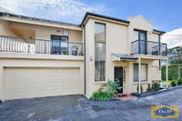 Luxury 3 bedroom Townhouse - Pristine Condition -  Only 2 levels