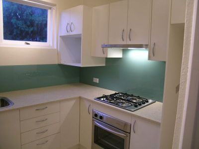 SUNNY CHARMING ONE BEDROOM CLOSE FERRY, SHOPS & STATION!