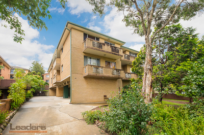 Large 122sqm renovated 2 bedroom unit, fresh paint & new kitchen