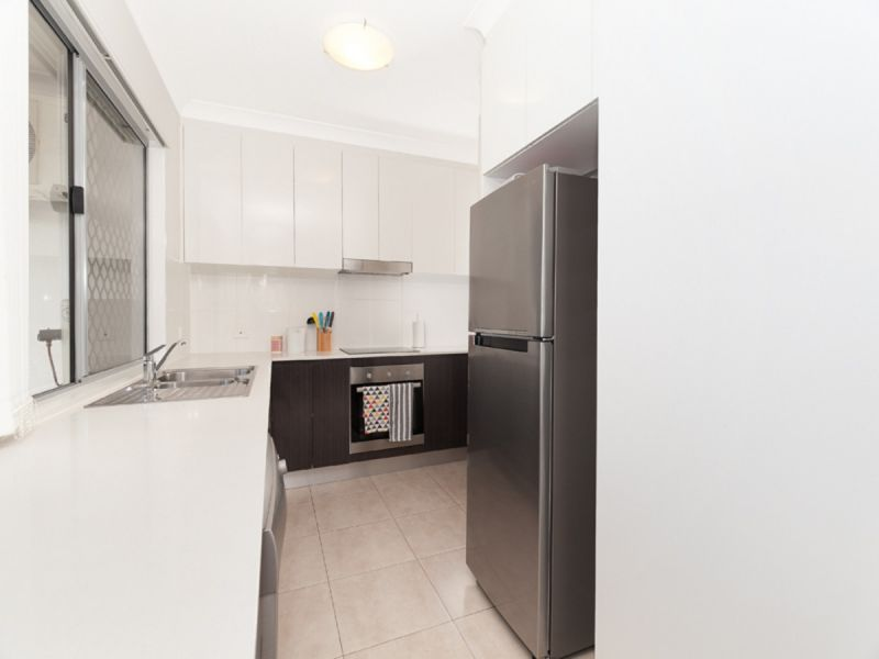 AS NEW 2 BEDROOM 2 BATHROOM IN FANTASTIC LOCATION