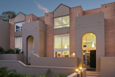 North facing townhouse - Superb lifestyle locale
