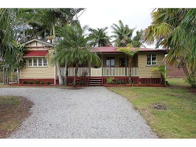 Charming Queenslander with Character & Style!