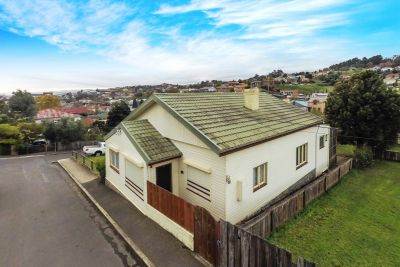 3/4 bedrooms with development potential STCA