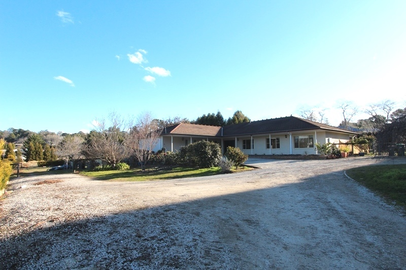 6 Bedroom Family Home On 1 Acre