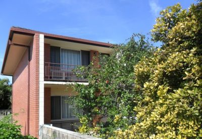 SIZE WILL SURPRISE - TOWN HOUSE - FANTASTIC VALUE