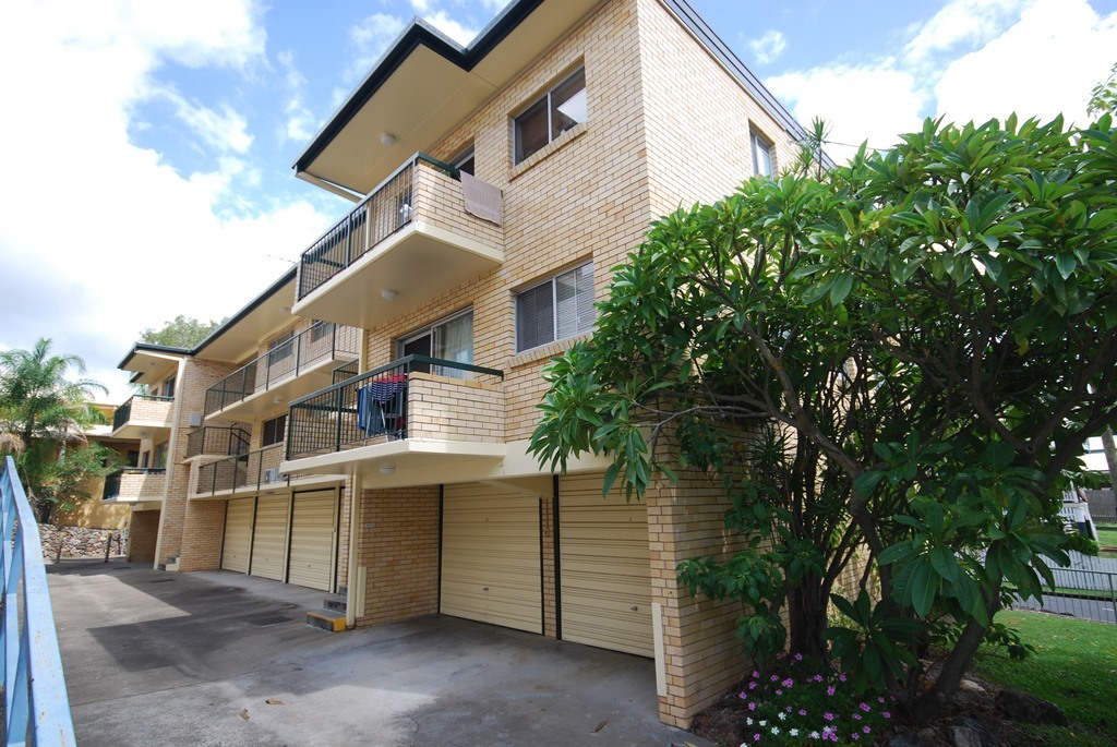 MODERN AIR CONDITIONED UNIT - WALK TO QUT