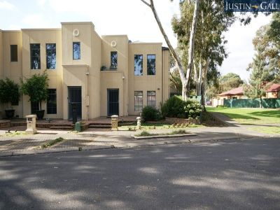 Luxurious Torrens Title Executive Townhouse Overlooking Park – Formal Plus Informal Living – Double Width Garage