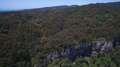 17 Acres of pristine rain-forest with vertical drop cliffs