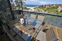 TAMARAMA 2BED 2BATH F/F HOUSE OVERLOOKS BEACH. QUIET, PARKING FOR 2, LONG LEASE.