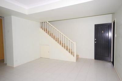 Spacious Townhouse - Fantastic Location !!