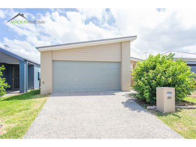 Close to park land, beaches, shops and only a walk to the Tavern!!