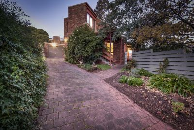 SPACIOUS MODERN TRIPLE-LEVEL CONTEMPORY STYLE RESIDENCE - SUPERBLY LOCATED ON AN ELEVATED SITE IN A QUIET COURT