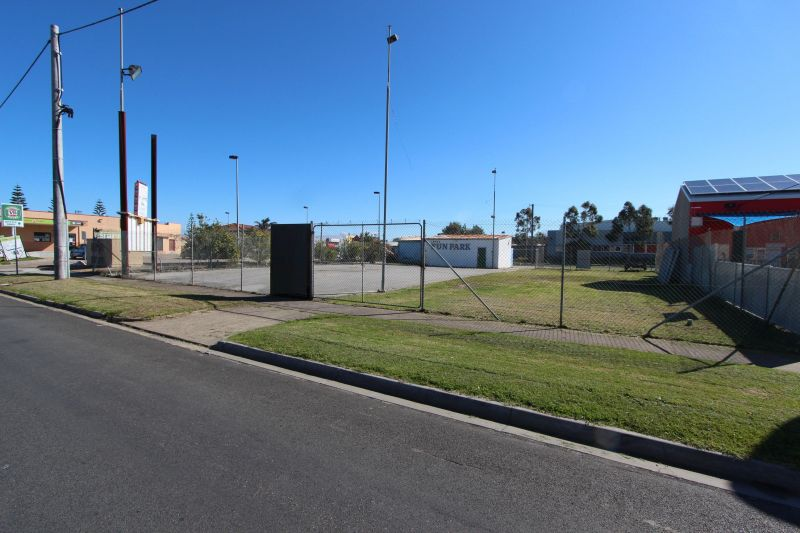 PRIME VACANT COMMERCIAL LAND