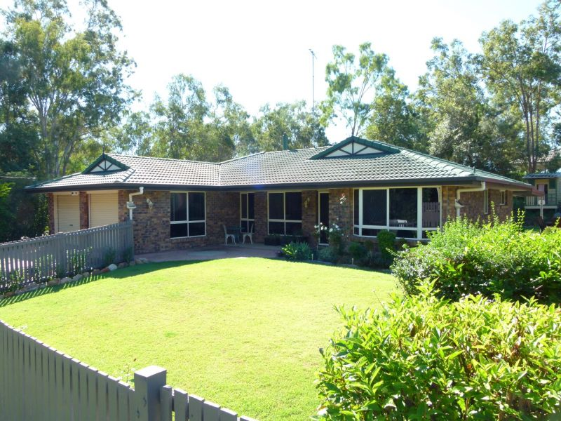 FEATURE-PACKED MODERN HOME  QUIET BUSHLAND SETTING