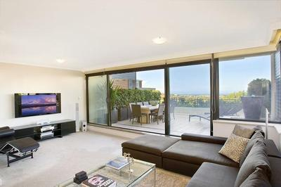 Executive apartment within prestigious building!