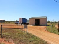 5,000m2 On Edge of Town with Large 9m X9m Shed