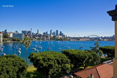 Stratford Hall. Stunning Apartment with Breathtaking Views from nearly Every Room in one of Darling Point's most Exclusive Addresses.