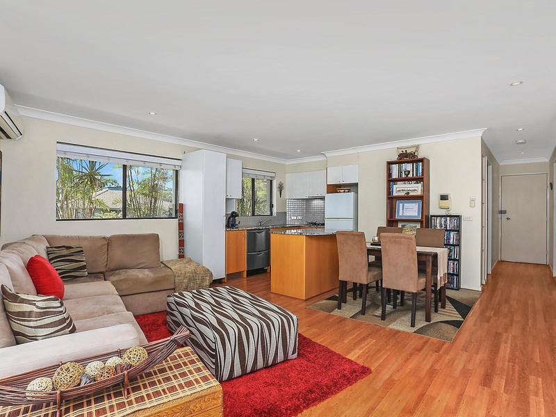 Oversize, top floor, one bedroom apartment