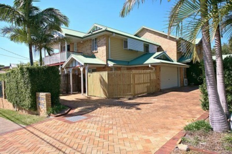 IMMACULATE – STYLISH- ASHGROVE AT IT'S BEST