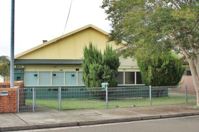 NEAT & TIDY HOME IN GREAT LOCATION!