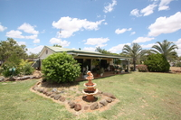 GREAT FAMILY HOME - 6.5Acres - TOWN WATER / BORE