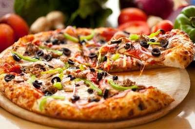 PIZZA SHOP, TAKEAWAY ONLY, WITH 3-BEDROOM DWELLING, BALWYN, RENT $480 P/W