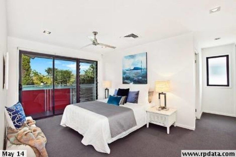 MODERN 4 BEDROM HOME IN BULIMBA SCHOOL CATCHMENT
